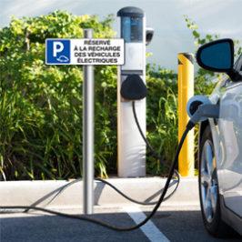 Bornes de recharge pour véhicules électriques sur toutes les autoroutes en 2023